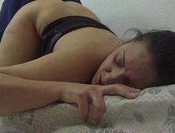 She'_s sleeping while he masturbates her.IV015